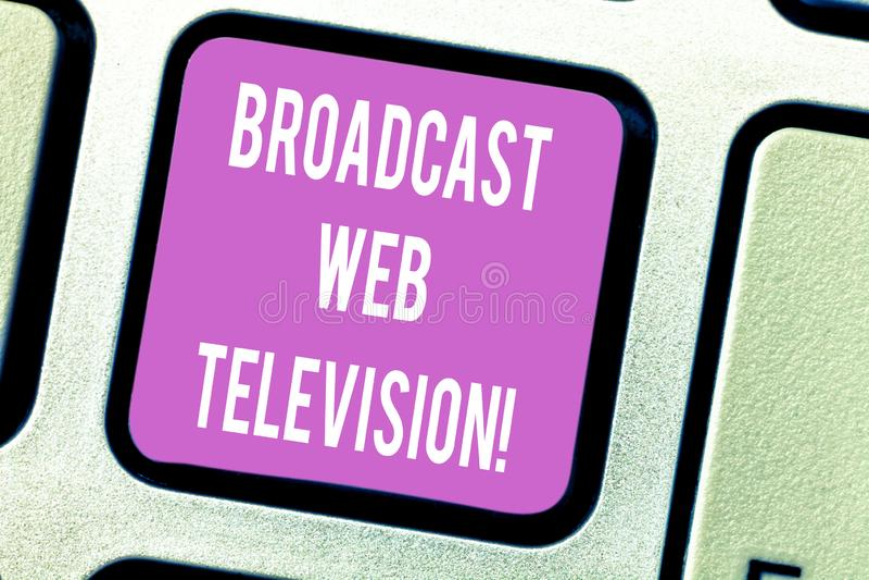 Televisão da Web da transmissão do texto da escrita Conceito que significa a apresentação dos meios dispersada sobre a intenção d imagens de stock