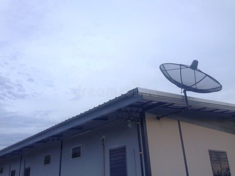 Televisão do sinal da antena de antena parabólica fotografia de stock