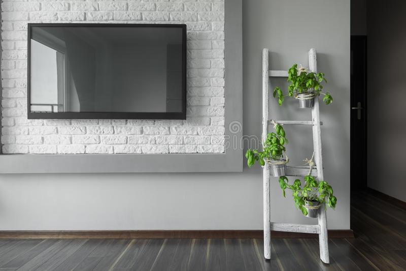 Televisão grande na parede imagem de stock