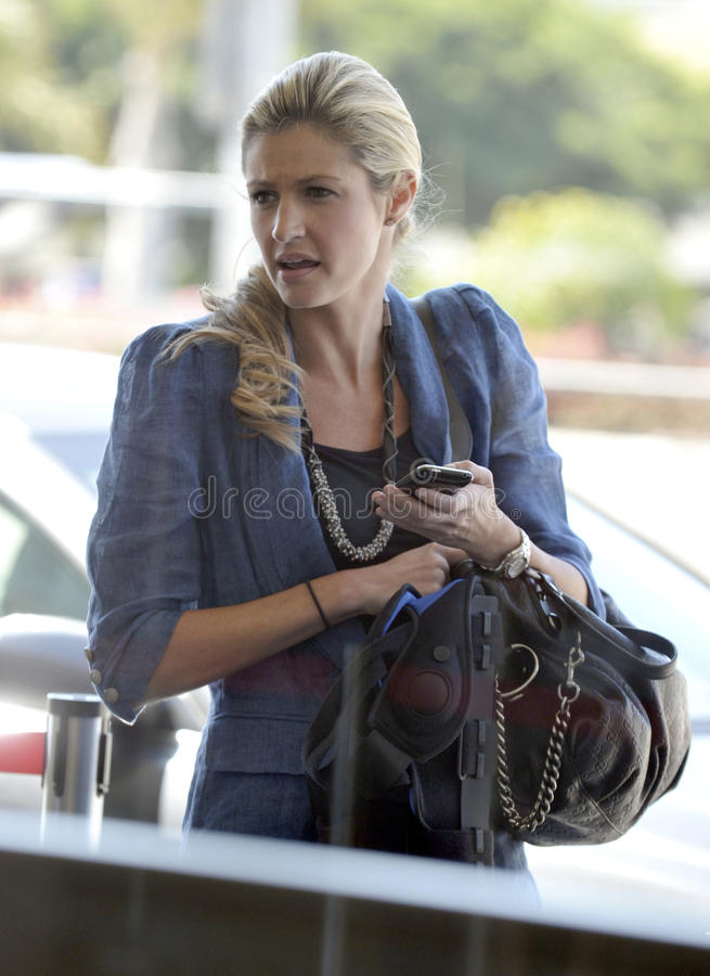 A televisão ostenta o apresentador Erin Andrews em RELAXADO imagens de stock royalty free
