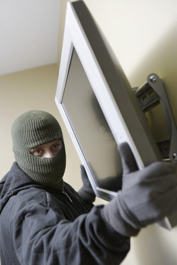 Televisión de Stealing Flat Screen del ladrón foto de archivo