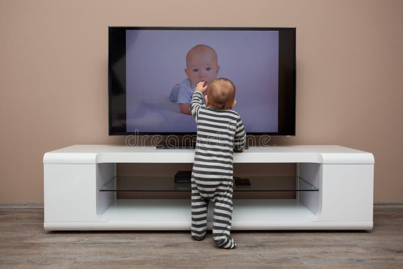 Televisione di sorveglianza del neonato immagini stock libere da diritti