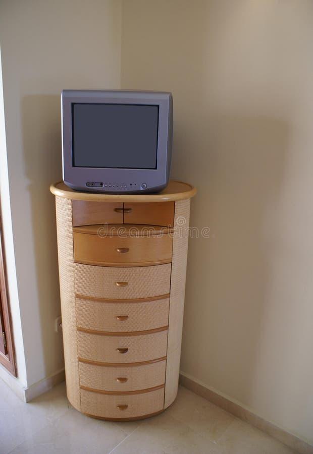 Televisione su un cassettone fotografia stock