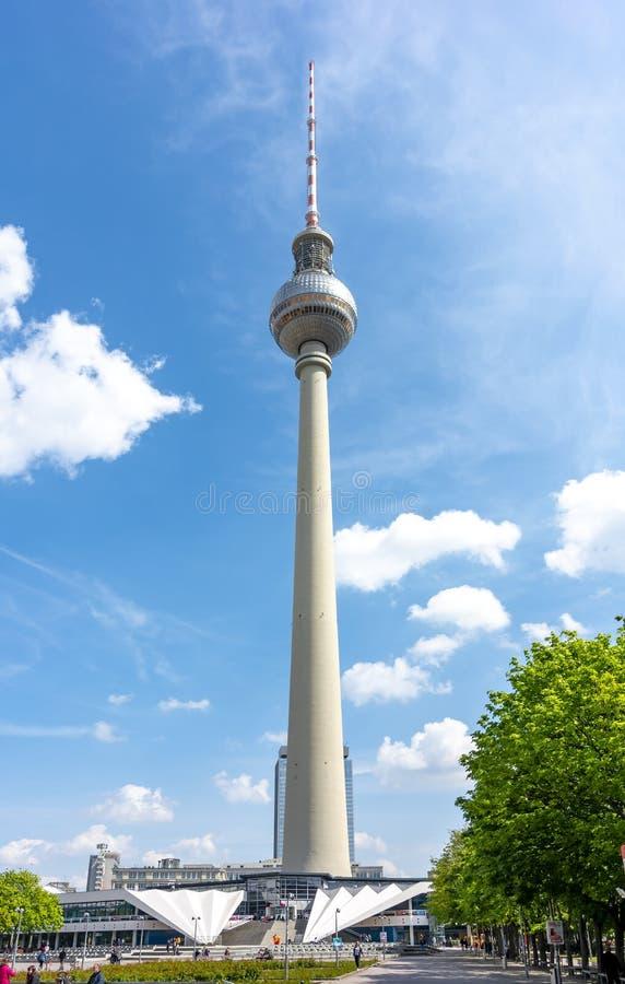 Televisiontorn på den Alexanderplatz fyrkanten, Berlin, Tyskland royaltyfri foto