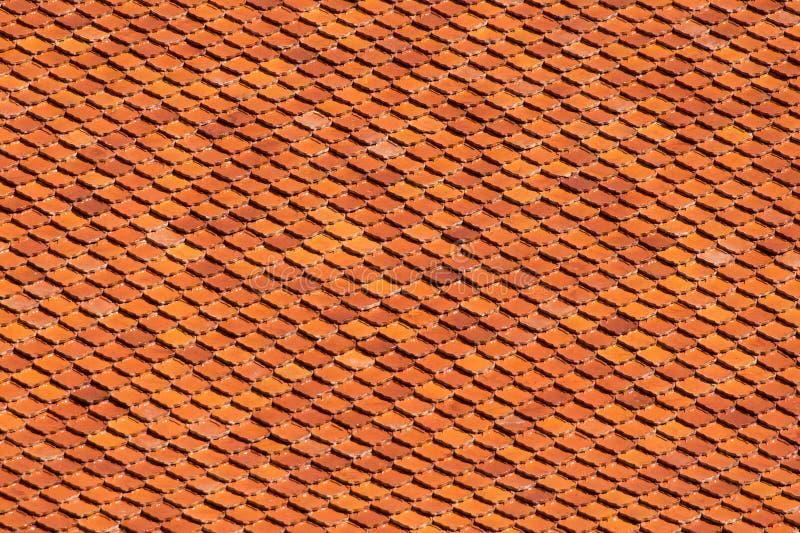 Telha de telhado alaranjada de Brown para texturas e fundo imagem de stock