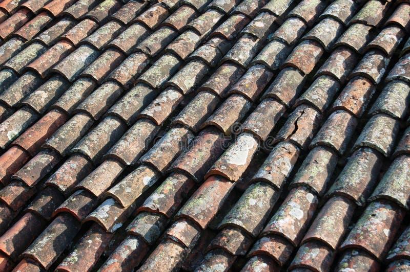 Telha de telhado velha da casa fotografia de stock