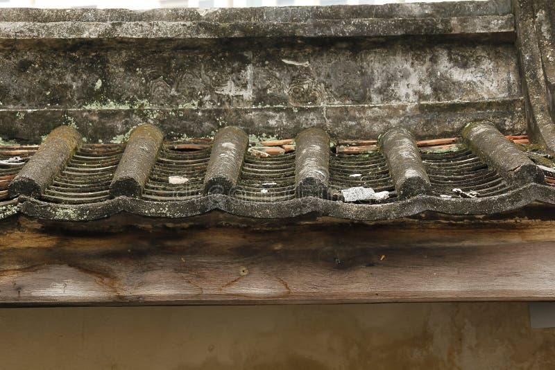 Telha de telhado velha do estilo chinês fotografia de stock royalty free