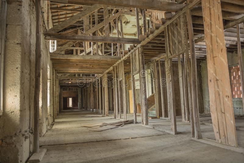 Telhado abandonado velho do sanatório em Portugal fotografia de stock