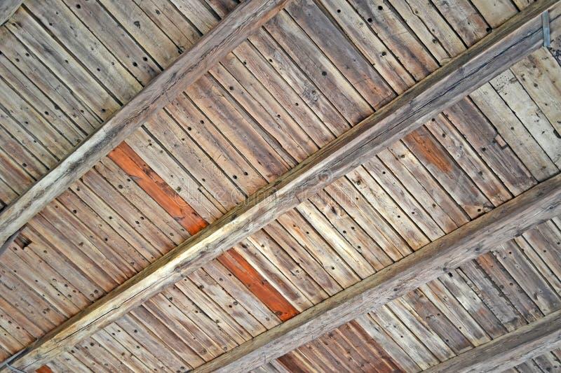 Telhado coberto de madeira do vintage, construção retro imagem de stock royalty free