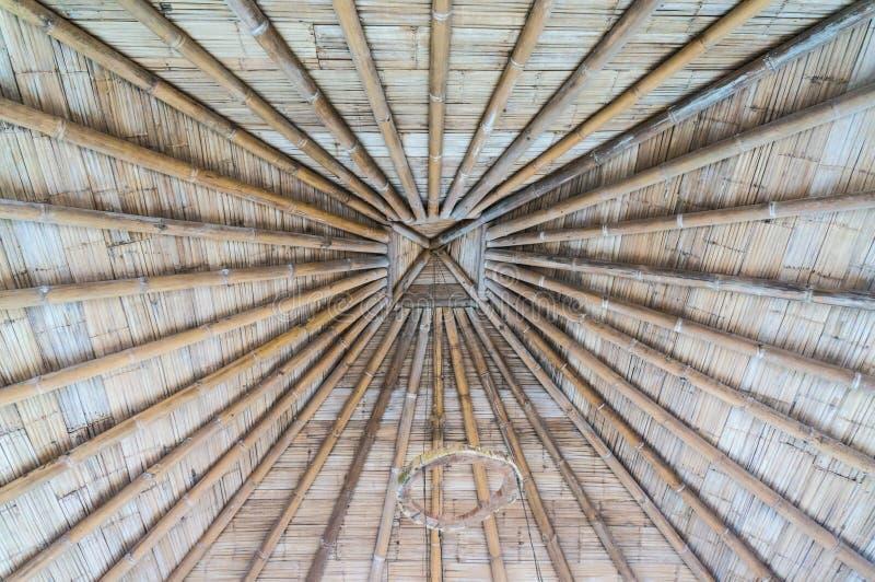 Telhado com bambu e madeira imagem de stock