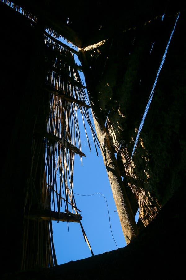 Telhado da palha na casa fotos de stock
