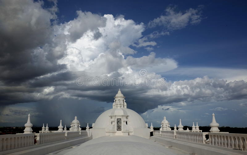 Telhado de Leon Cathedral imagens de stock