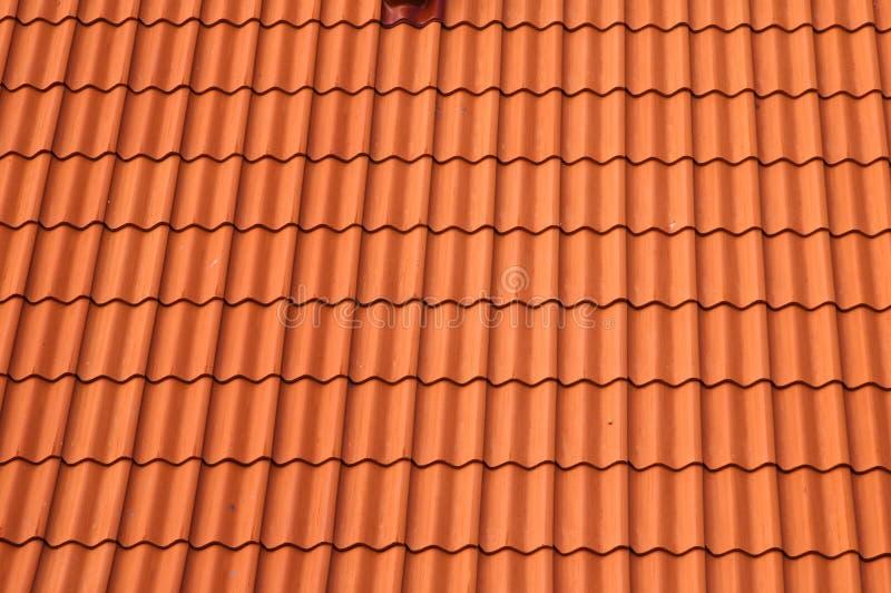 Telhado de telha vermelha velho. foto de stock