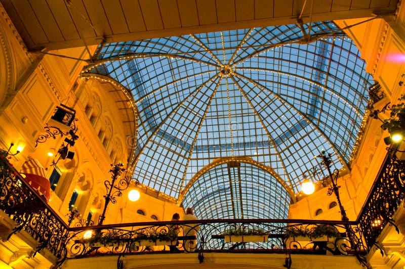 Telhado de vidro da GOMA - o shopping no quadrado vermelho, Moscou, Rússia fotos de stock royalty free