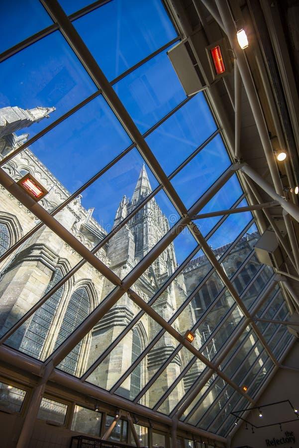 Telhado de vidro do bar na catedral de Salisbúria imagem de stock royalty free