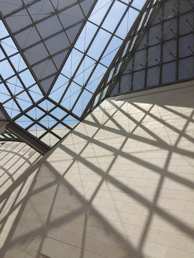 Telhado de vidro do museu de MUDAM em Luxembourg2 fotos de stock