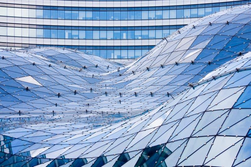 Telhado de vidro no edifício moderno imagens de stock
