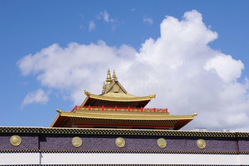 Telhado do monastério Richmond de Thrangu do tibetano, Canadá foto de stock