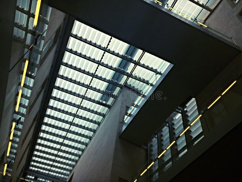 Telhado do prédio de escritórios imagem de stock royalty free