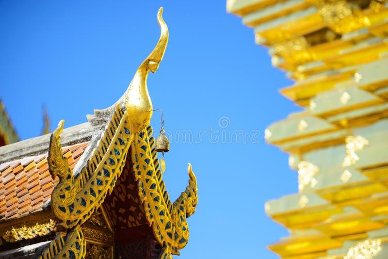 Telhado do templo de Wat Phra That Doi Suthep imagem de stock