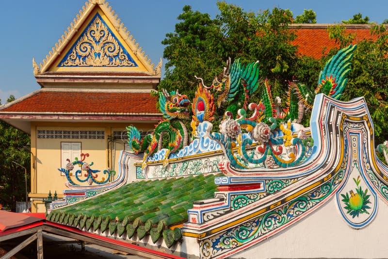 Telhado do templo famoso em Banguecoque, Wat Ratchaburana, Banguecoque, Tailândia imagens de stock