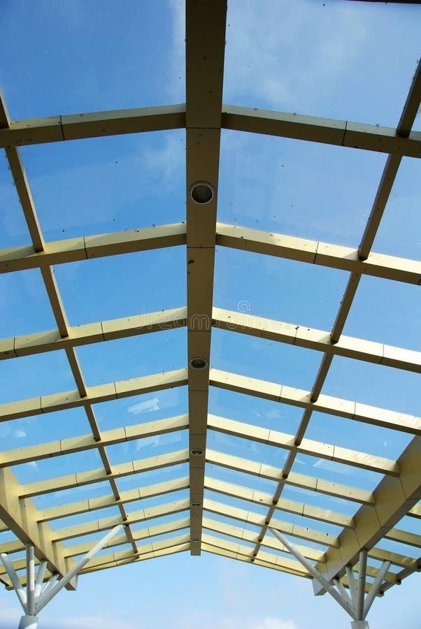 Telhado e céu de vidro fotos de stock