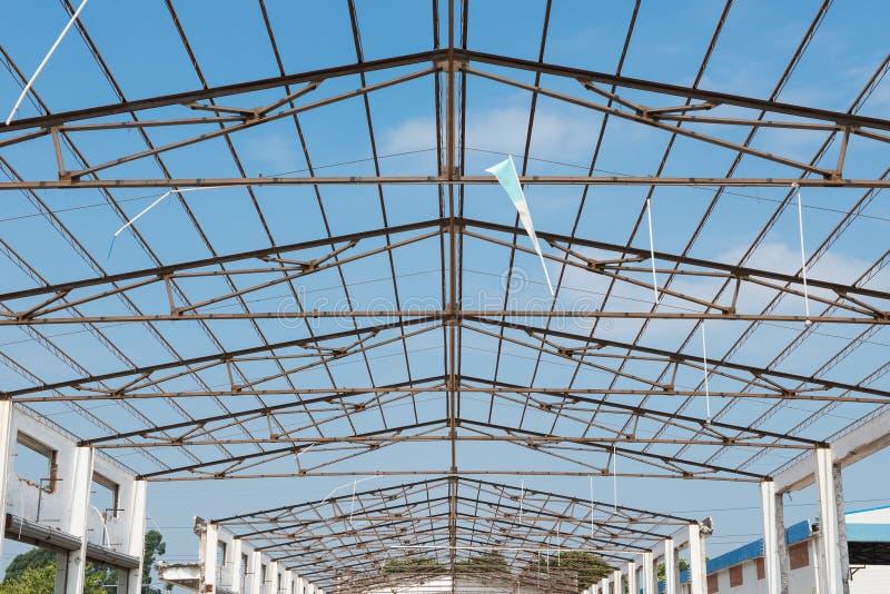 Telhado inacabado da construção da fábrica fotos de stock