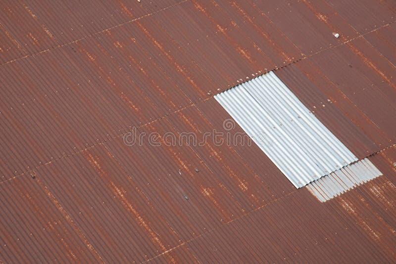 Telhado marrom velho da fábrica fotos de stock royalty free