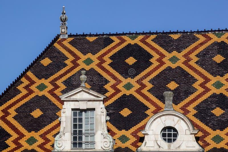 Telhado policromo de Hospices de Beaune em Borgonha foto de stock royalty free