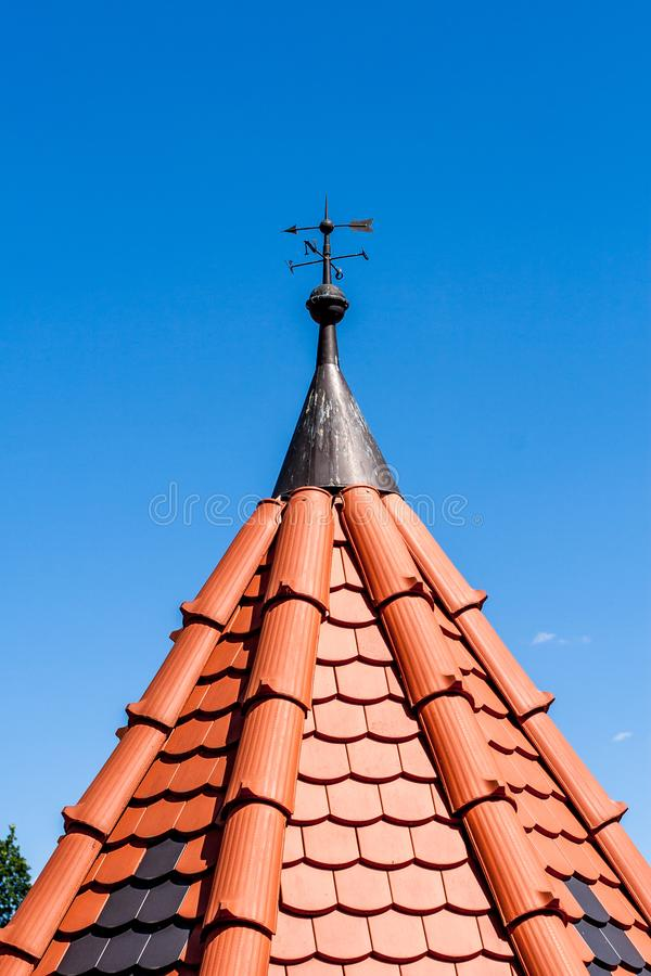 Telhado reparado - telhado novo fotos de stock royalty free