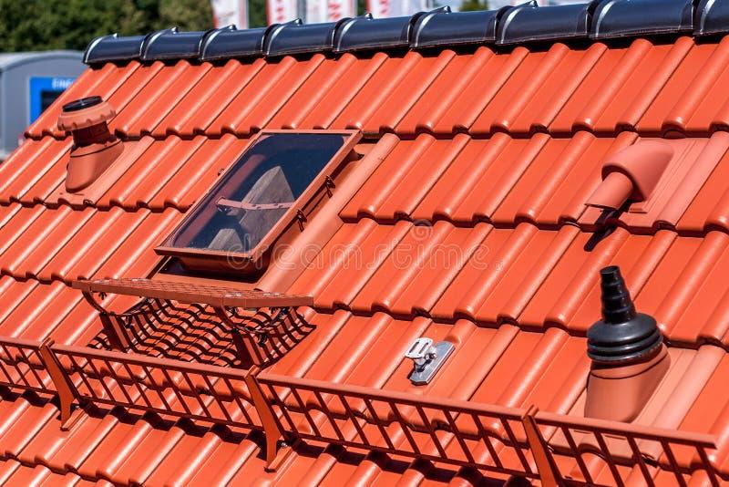Telhado reparado - telhado novo imagem de stock royalty free
