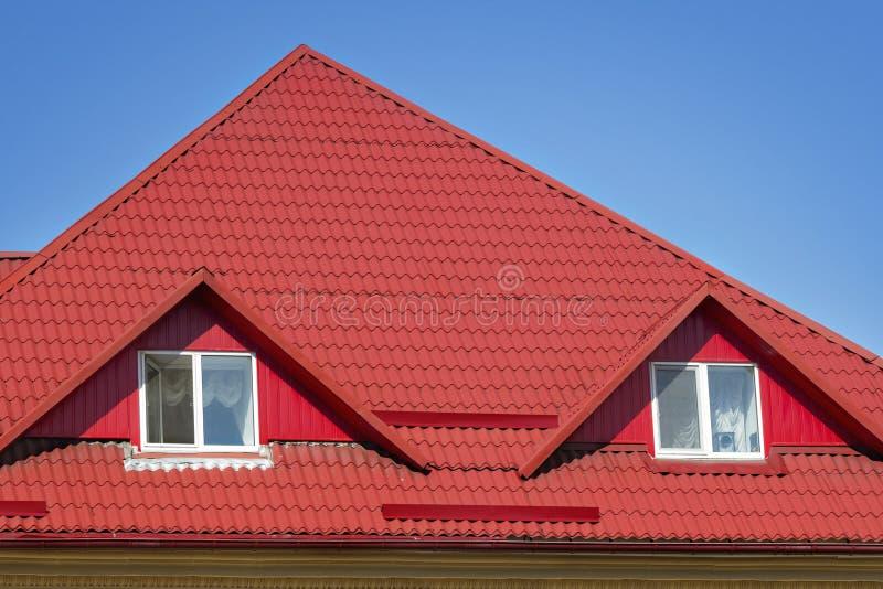 Telhado slated vermelho imagens de stock