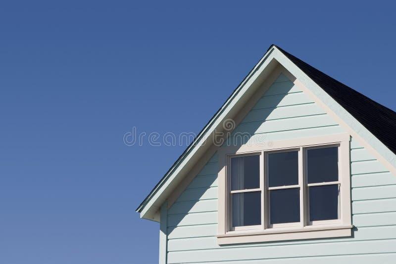 Telhado típico da casa fotografia de stock royalty free