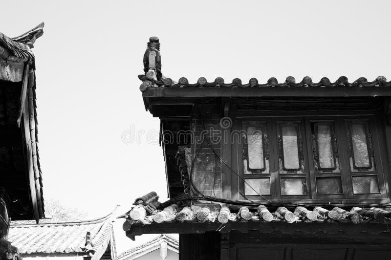 Telhados chineses na cidade velha de Lijiang imagem de stock royalty free