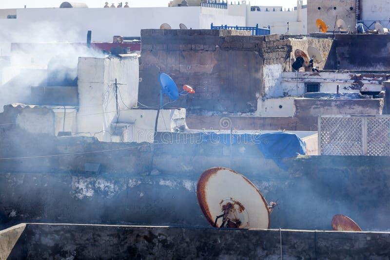 Telhados com as antenas de prato no medina de Essaouira imagens de stock royalty free