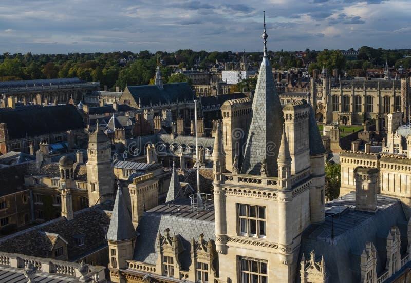 Telhados da faculdade de Universidade de Cambridge fotografia de stock royalty free