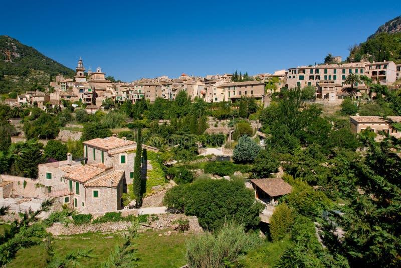 Telhados da vila de Majorca imagens de stock