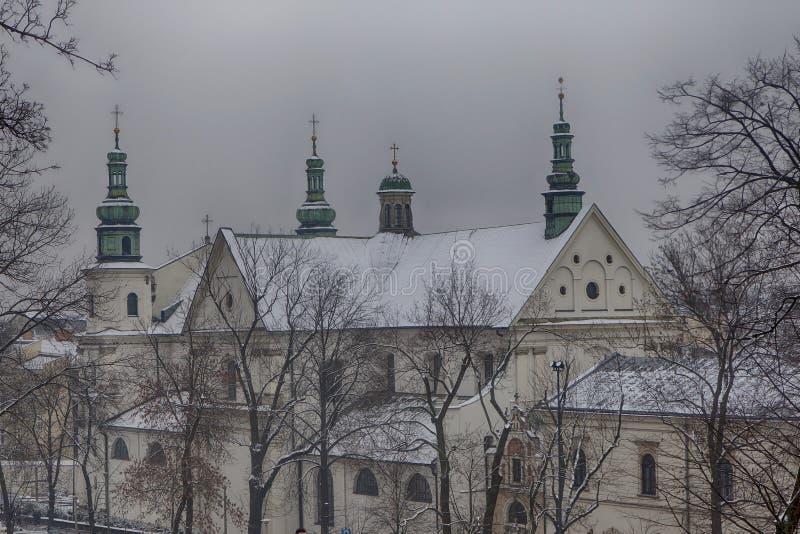 Telhados das casas na cidade velha em Krakow fotografia de stock