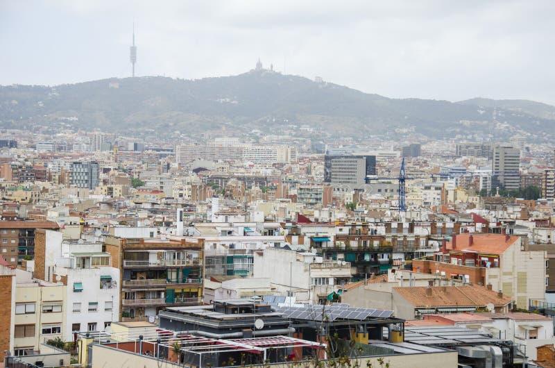 telhados de barcelona parte da cidade de barcelona vista de cima da arquitetura das mostras de uma opiniao geral do ar em um vera imagem de stock imagem de geral vera telhados de barcelona parte da cidade