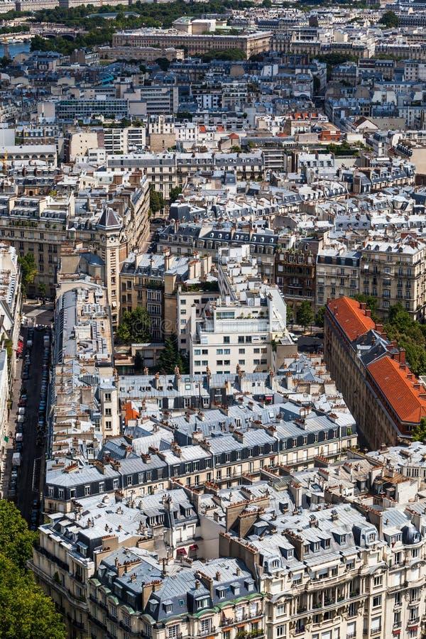 Telhados de Paris em um dia de verão claro foto de stock royalty free