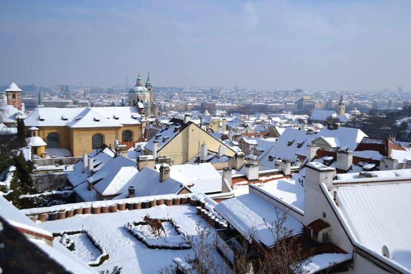 Telhados de Praga no inverno fotos de stock