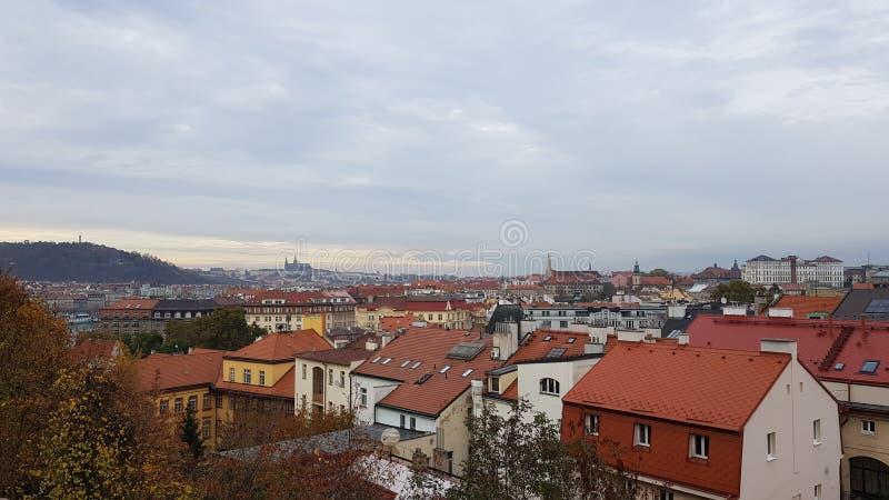 Telhados de Praga no outono imagens de stock