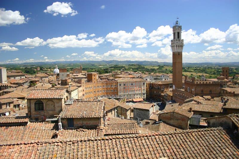 Telhados de Siena, Italy e torre de sino foto de stock royalty free