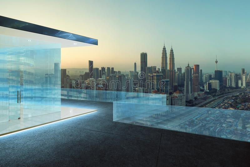 Telhados de vidro dos trilhos e do assoalho de telha com skyline eary da cidade da manhã imagem de stock royalty free