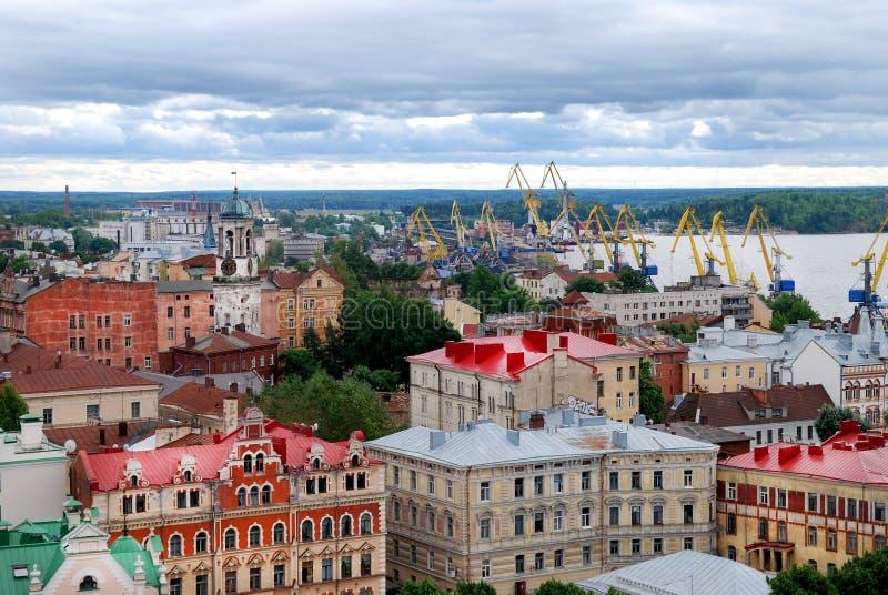 Telhados de Vyborg em Gray Day foto de stock
