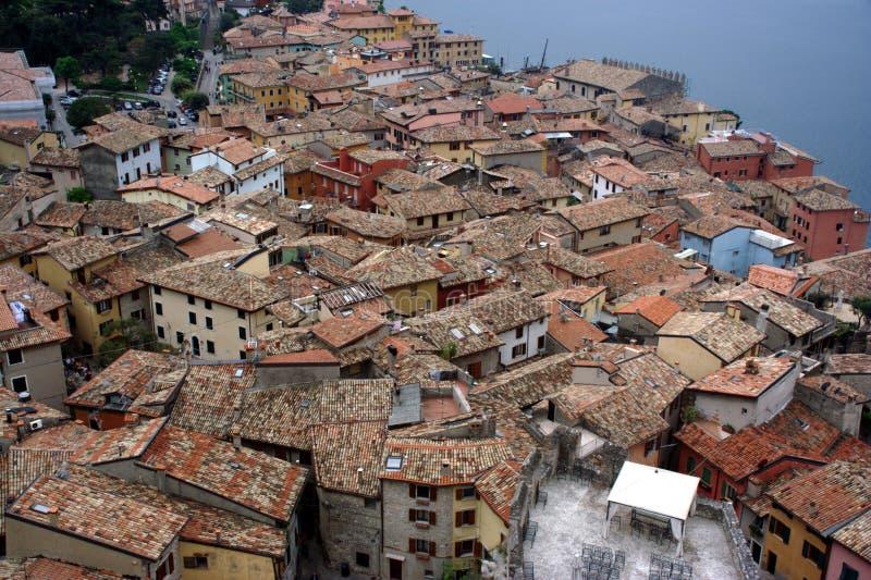 Telhados do recurso italiano Malcesine fotografia de stock