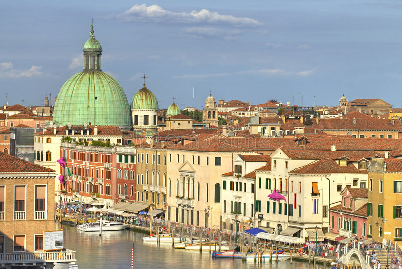 Telhados e canal de Veneza foto de stock royalty free