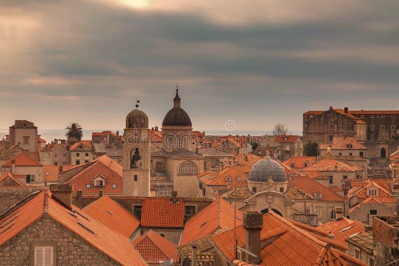 Telhados telhados vermelhos do centro histórico velho de Dubrovnik fotos de stock royalty free