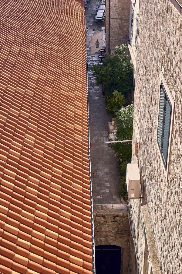 Telhados velhos da cidade de Dubrovnik do panorama Europa, Cro?cia imagem de stock royalty free