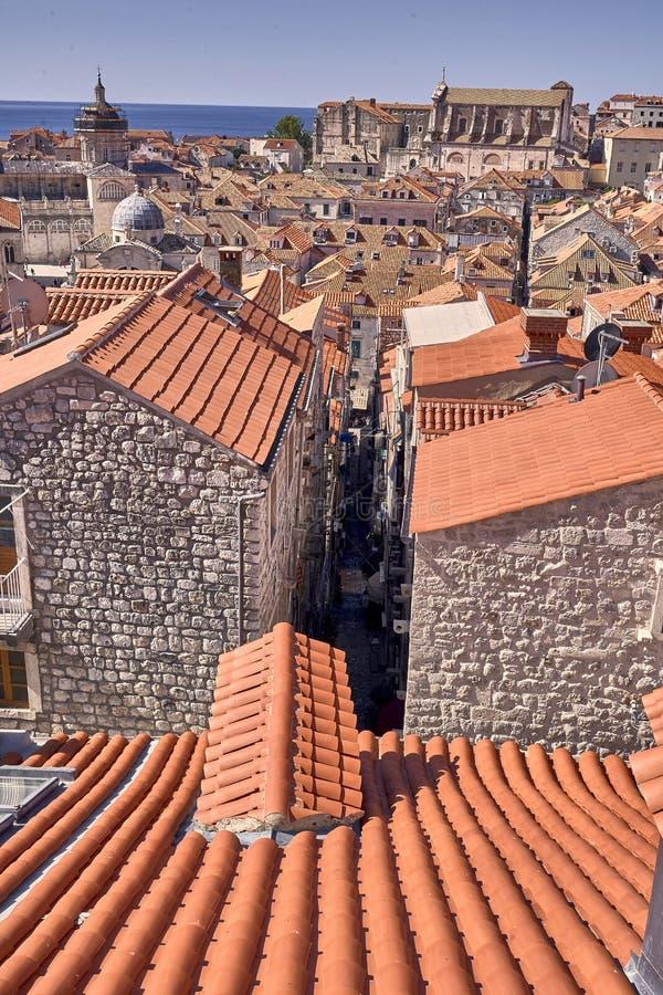 Telhados velhos da cidade de Dubrovnik do panorama Europa, Cro?cia fotos de stock
